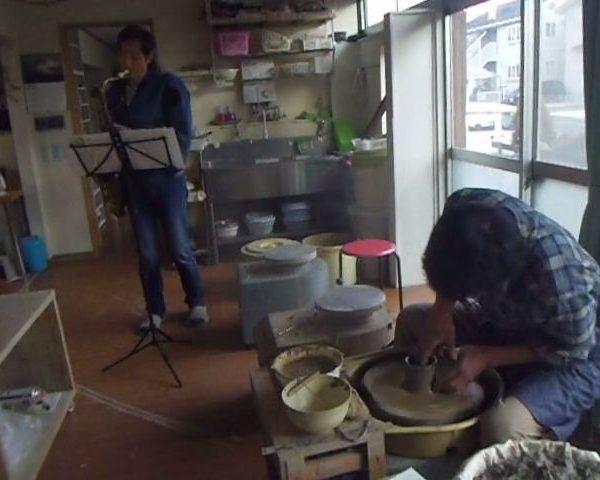 【陶芸教室でゲリラライブ】電動ろくろと生演奏