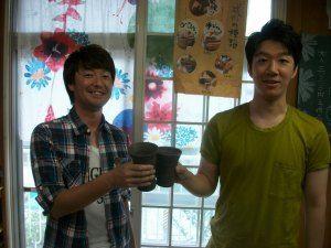 陶芸体験の手造りカップで乾杯