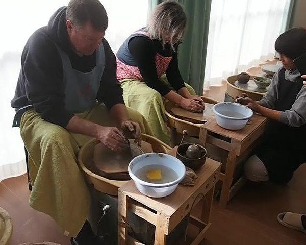 【英語通訳付き陶芸体験】ノースカロライナ州からご夫婦で電動ロクロ体験
